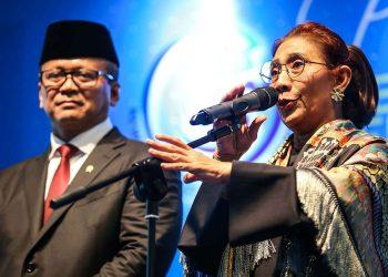 Menteri Kelautan dan Perikanan Edhy Prabowo dan Susi Pudjiastuti. (Kompas.com/Garry Lotulung)