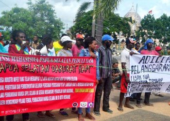 Aliansi Mahasiswa Papua Selatan Peduli HAM Saat Menggelar Aksi Damai Di Lingkaran Brawijaya. (Pasificpos.com/Ady)