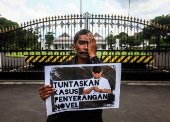 Aktivis Koalisi Masyarakat Sipil Antikorupsi Yogya. (Andreas Fitri Atmoko/Antara Foto)