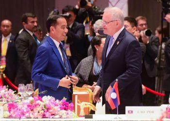Presiden Jokowi berbincang dengan PM Australia Scott Morrison. (Rahmat/setkab.go.id)