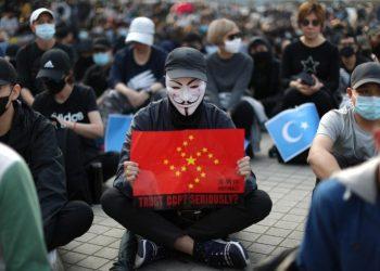 Aksi Bela Uighur oleh Demontran Hong Kong. (Reuters)