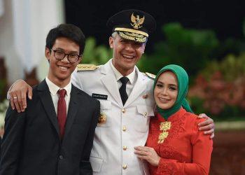 Gubernur Jawa Tengah Ganjar Pranowo dan kelurga. (instagram.com/atikoh.s)