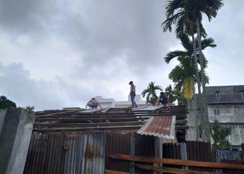 Situasi rumah yang sedang dibongkar