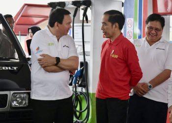 Ahok dan Jokowi sedang berbincang usai peluncuran soal B30. (twitter @basuki_btp)