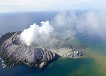 Letusan Gunung di Selandia Baru. (AP Photo)