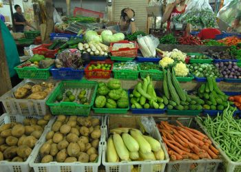 Pedagang pasar modern Kelapa Dua. (istimewa)