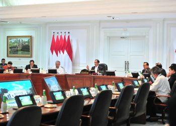Presiden Jokowi menyaksikan Presentasi Desain Ibu Kota Negara. (JAY/Humas)