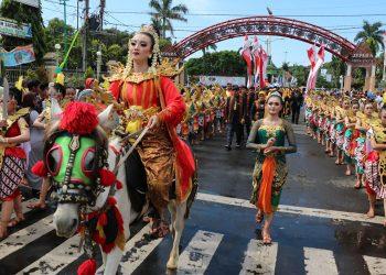 Sejumlah peserta mengikuti kirab budaya dalam rangka HUT ke- 470 Kabupaten Jepara, Jawa Tengah. (Dok. Diskominfo Jepara_